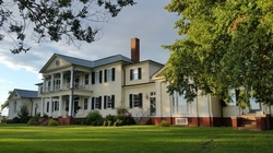 $10 for Adult Admission to Holiday Tour Valid 12/05/20 to 01/03/21 at Belle Grove Plantation ($15 Value)