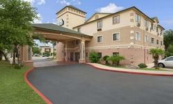 Stay at Days Inn & Suites by Wyndham San Antonio North/Stone Oak in Texas