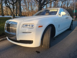 Up to 35% Off on Black Car / Limo / Chauffeur (Transportation) at Mondrion Limousine
