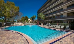 Stay at Rosen Inn at Pointe Orlando in Florida