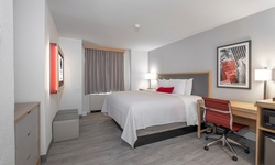Stay at 2.5-Star Downtown Chicago Hotel